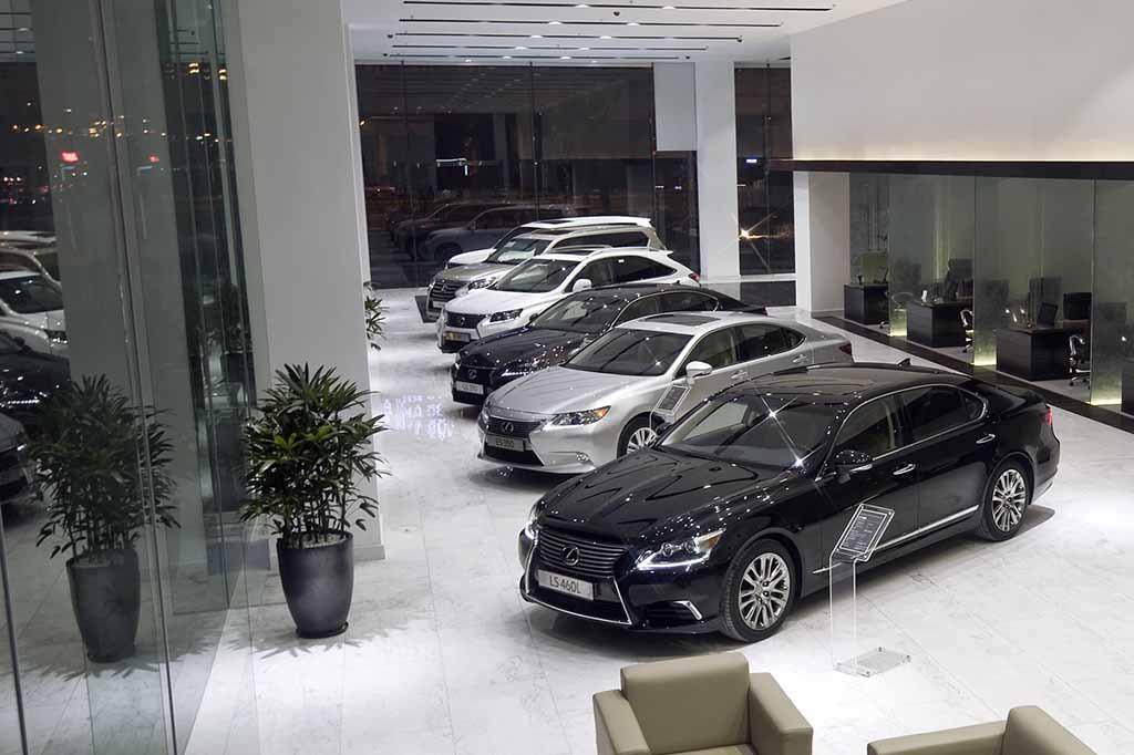 Sảnh trưng bày các xe lexus