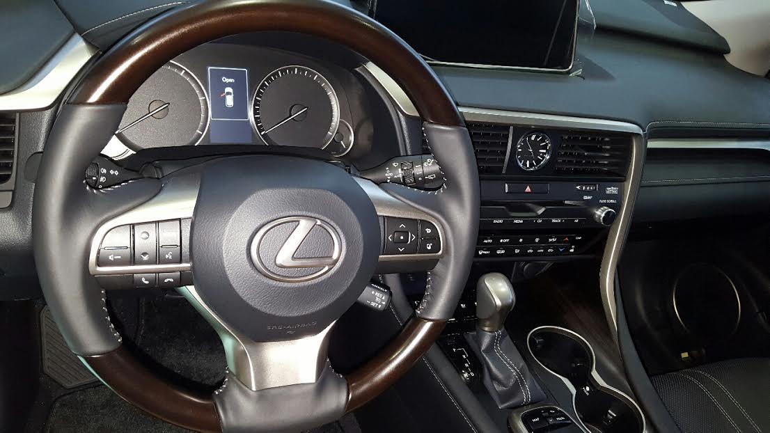 noi-that-xe-lexus-rx-350