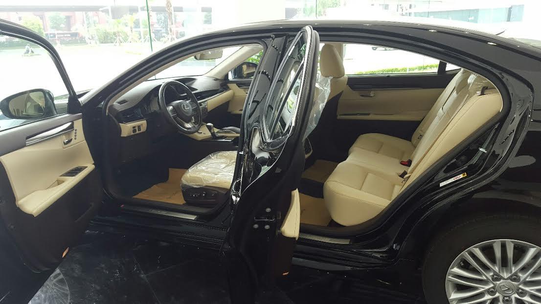 noi-that-xe-lexus-es-250