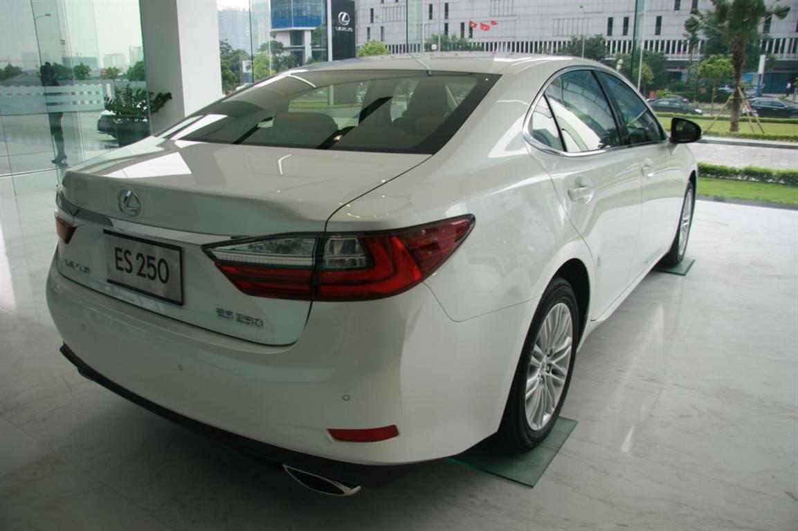 ban-lexus-es-250-chinh-hang